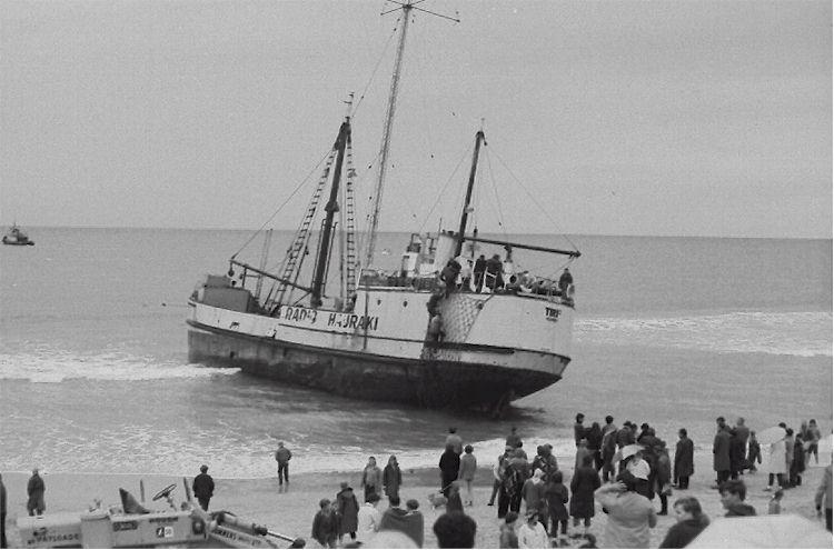 Tiri II on Uretiti Beach